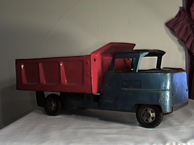 Structo Dump Truck Red/Blue